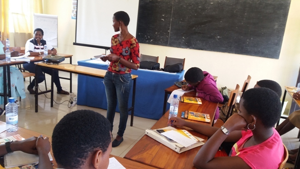 Trainees practicing interpesonnal communication knowledge and skills acquired during the training